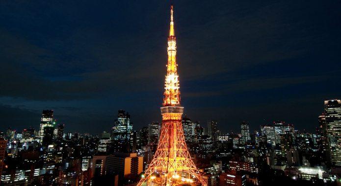 夜景に浮かぶ東京タワー